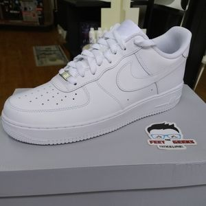 NIKE AIR FORCE 1 LOW SIZE 9 US MEN SHOES NEW